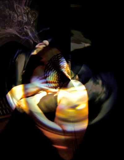 Mya Lurgo, InCantare la forma, lightbox, LED, intaglio al laser, 100x100x1,4 cm, 2010
