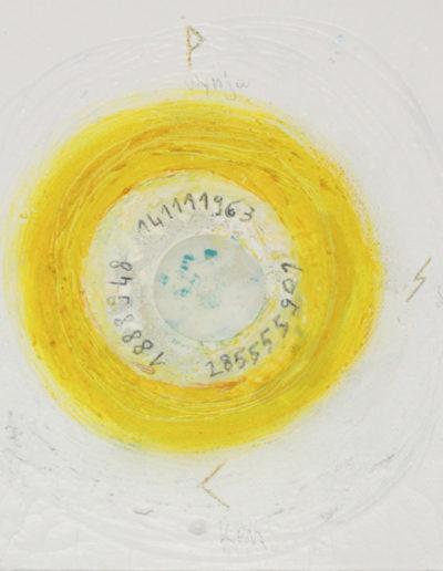 Mya Lurgo, Fondamento Vitale in Abbondanza, Chakra3 CIRCUMNAVIGANDO IL SOLE, cerchi di vetro, acqua, tempera, carta, 20x20 cm, 2015