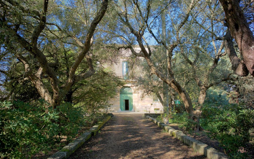 La Fondazione Lac o Le Mon (Puglia, Italia) apre le porte per accogliere condivisioni. Mya Lurgo partecipa con le sue ricerche sull'arte oggettiva.